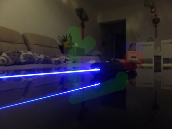 Top high power in the world 3W Blue laser pointer with 3 modes-- Include a laser glowstick and a LED flashlight - Click Image to Close